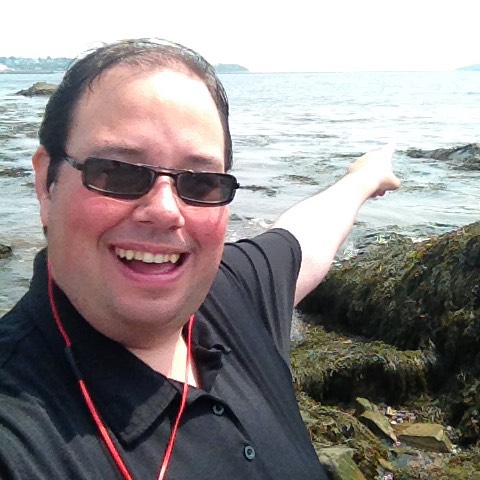 Pointing to the ocean #selfie.